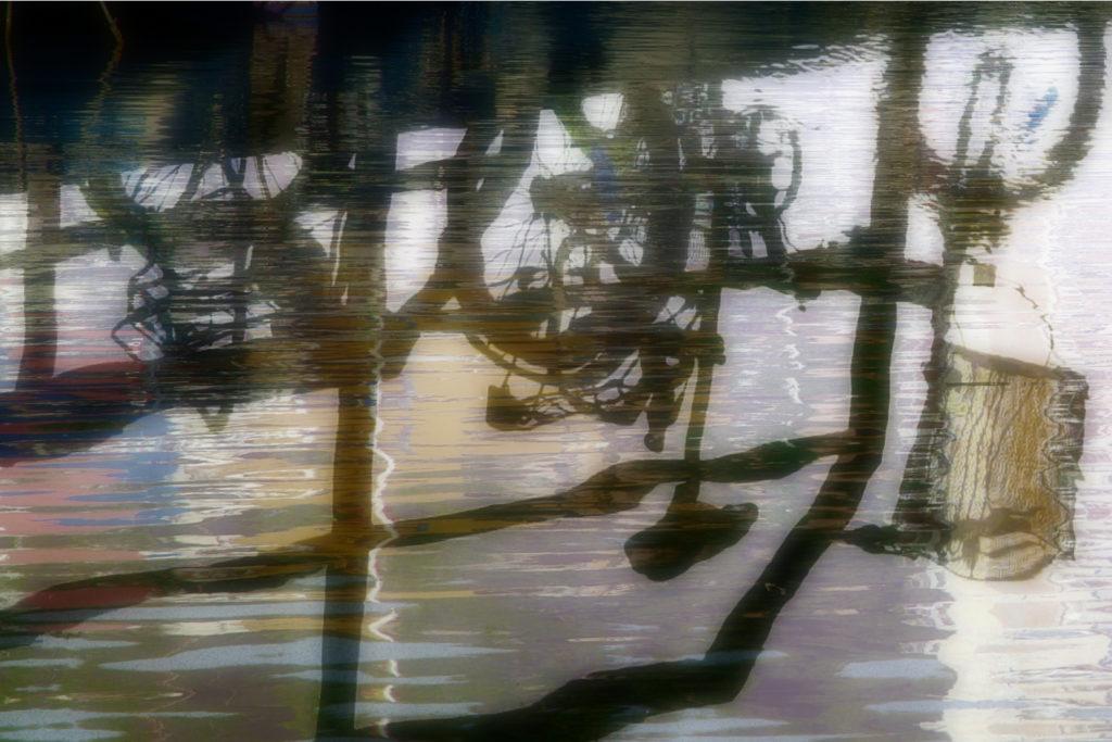 Le Vélo de Roch Reflets canal du Grau du roi Nina Aragon Créatrice d'image Photo d'Art